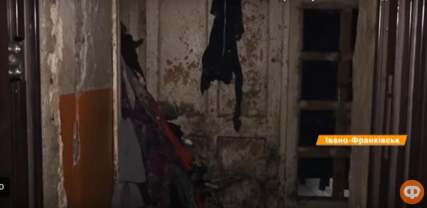 Хлам, таргани і грибок: у Франківську божевільні жінки діймають сусідів 2