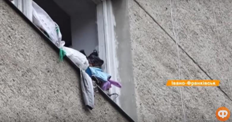 Хлам, таргани і грибок: у Франківську божевільні жінки діймають сусідів 10