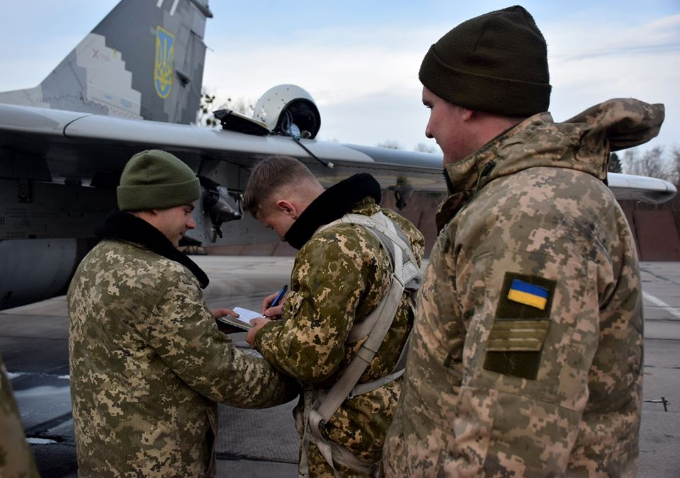 У Франківську військові пілоти пройшли курс бойової підготовки на МіГ-29 14