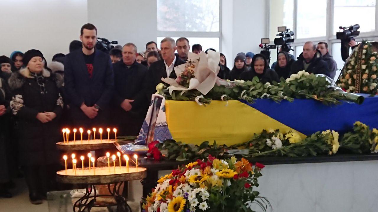 Сотні франківців прощаються із загиблою в Ірані бортпровідницею Марією Микитюк 8
