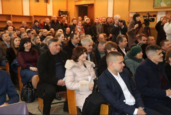 Перша сесія Пасічнянської ОТГ: голова громади та депутати офіційно приступили до своїх повноважень 2