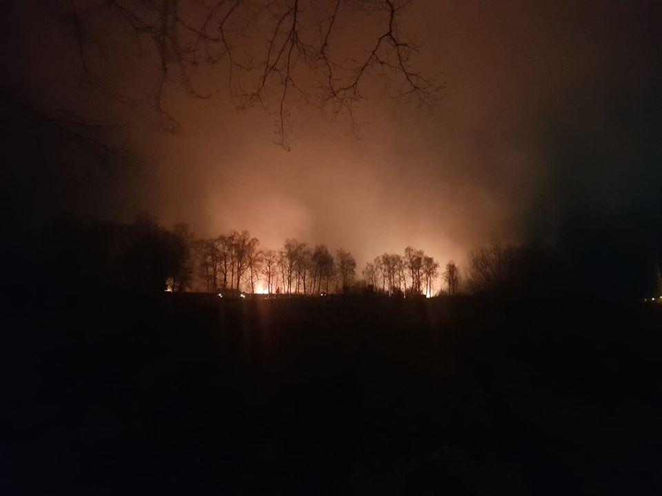 У Франківську масштабна пожежа - горять поля 8