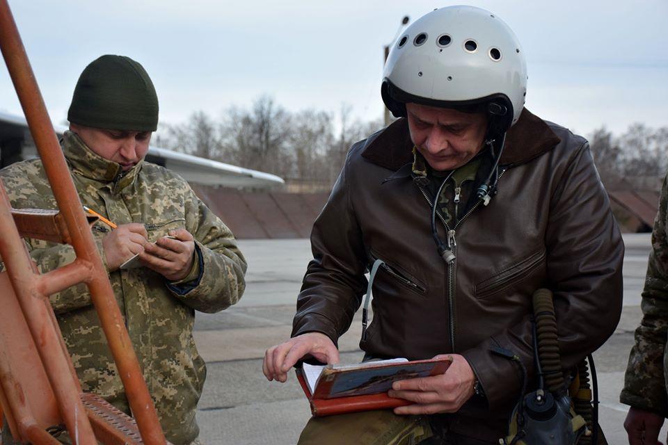 У Франківську військові пілоти пройшли курс бойової підготовки на МіГ-29 12
