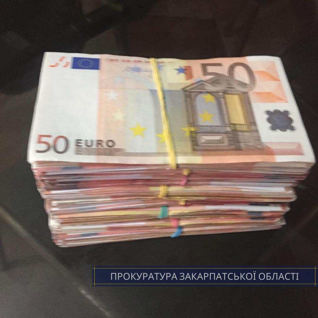 КОРД затримав чоловіків, які вимагали у прикарпатця 27 тисяч євро за вселення у куплений будинок 2