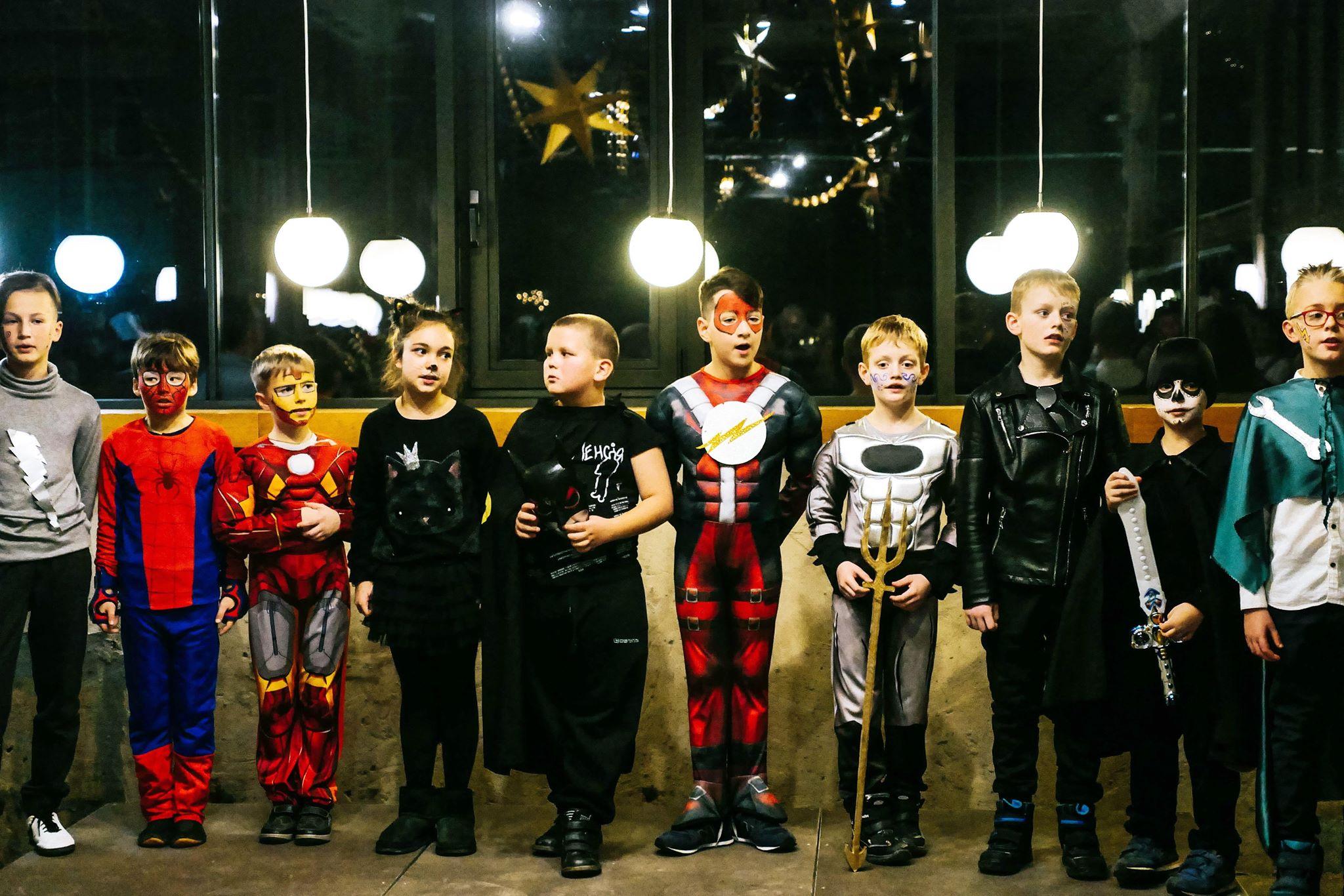 """У Франківську колядував """"Вертеп супергероїв"""" 24"""