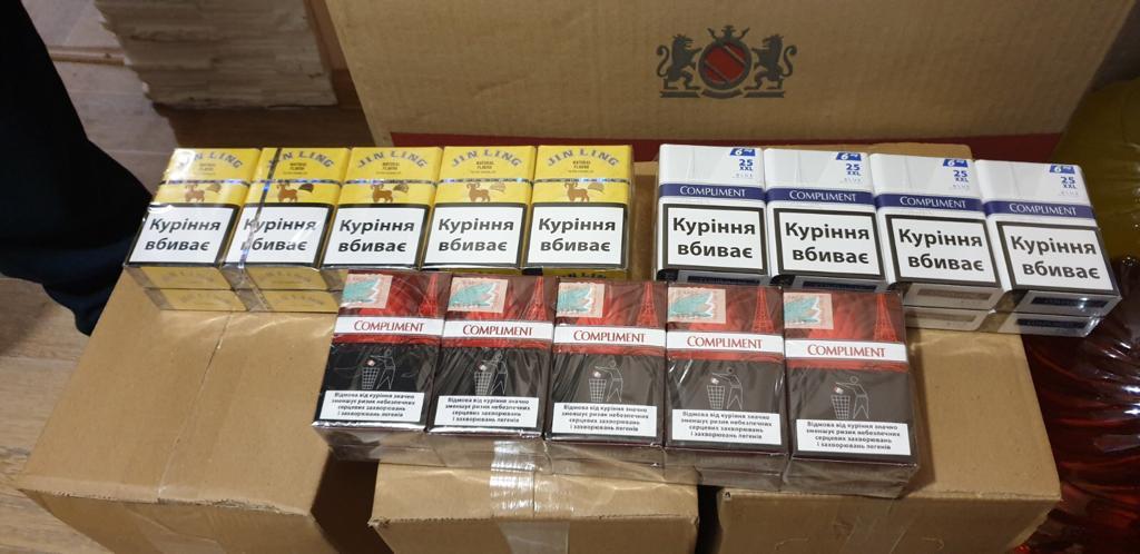 На Франківщині правоохоронці накрили підпільний цех зі збуту підробленого алкоголю і цигарок 2