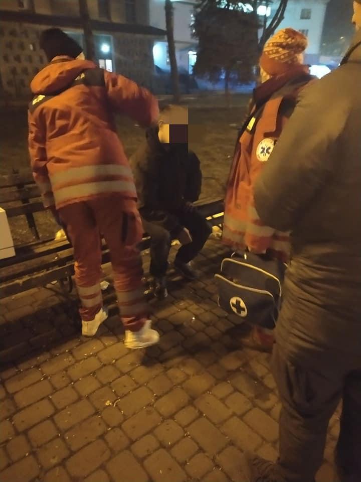 У Франківську муніципальні інспектори врятували травмованого п'яного чоловіка 2