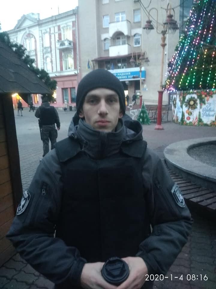 У Франківську на зупинці у жінки вкрали телефон – злочинця затримав муніципальний інспектор 2