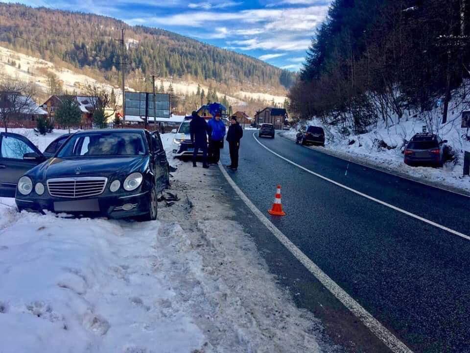 На Франківщині у ДТП потрапив водій, який перевозив дітей без автокрісел 2