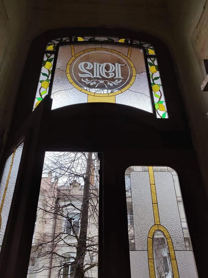 Варіації з лимонами: у франківську пам'ятку повернули реставровані двері 1912 року 4