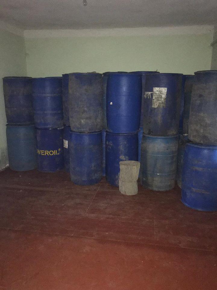 На Франківщині правоохоронці накрили підпільний цех зі збуту підробленого алкоголю і цигарок 6