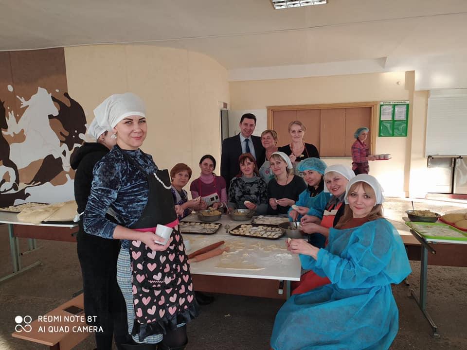 У франківській гімназії готували голубці та вареники бійцям на Схід 2
