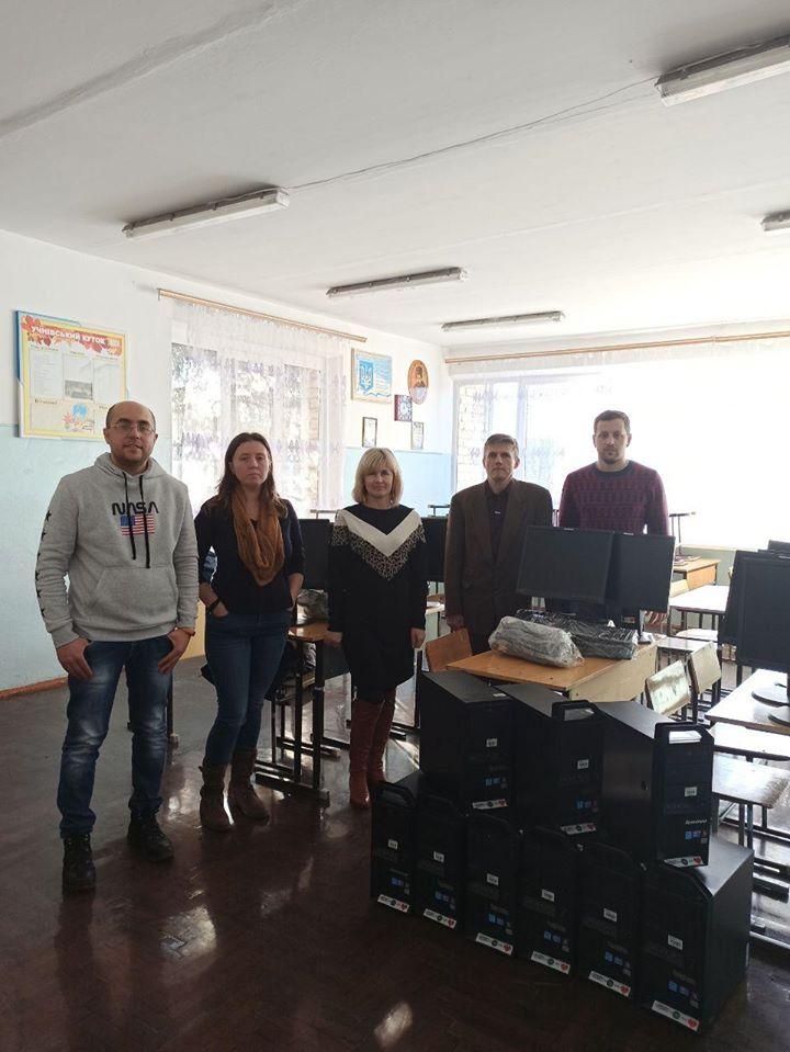 Франківські айтішники подарували двом школам 20 комп'ютерів 2