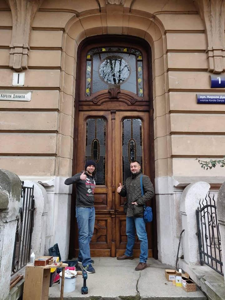 Варіації з лимонами: у франківську пам'ятку повернули реставровані двері 1912 року 6