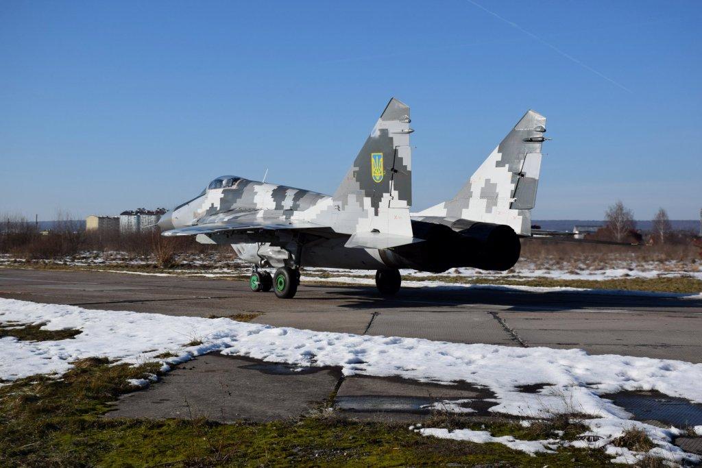 У Франківській бригаді тактичної авіації провели першу льотну зміну у 2020 році 4