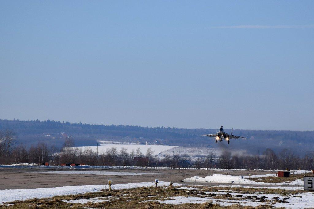У Франківській бригаді тактичної авіації провели першу льотну зміну у 2020 році 6