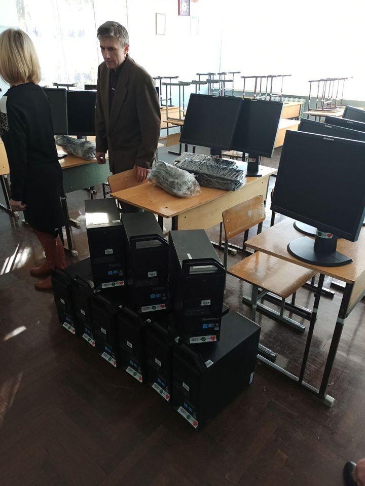 Франківські айтішники подарували двом школам 20 комп'ютерів 4