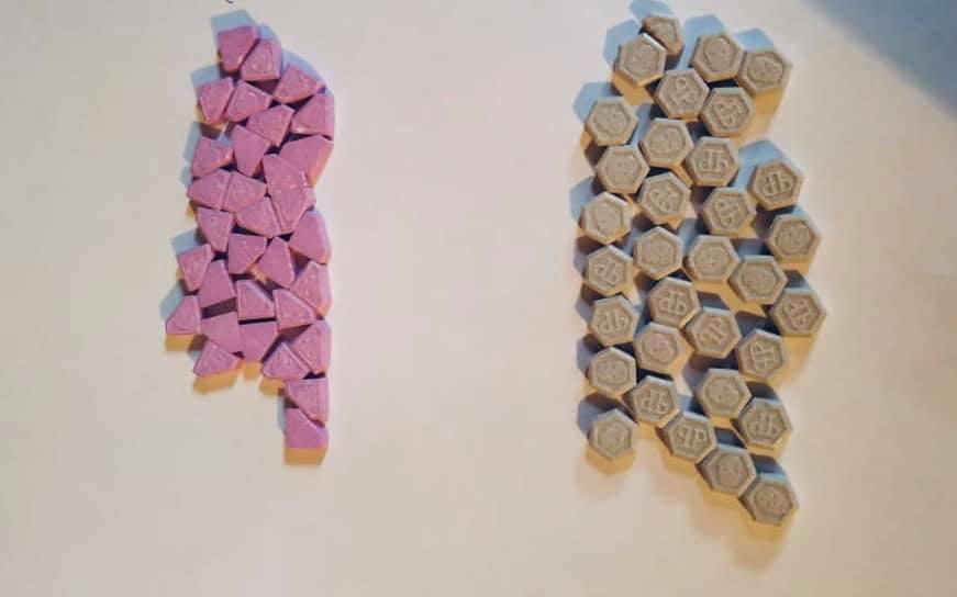 Поліція знайшла наркотики у прикарпатця під час обшуку вдома 4