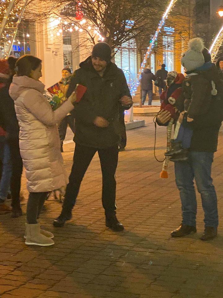 У Франківську пропонують фото з мавпочками на ланцюгу - активісти закликають викликати поліцію 4