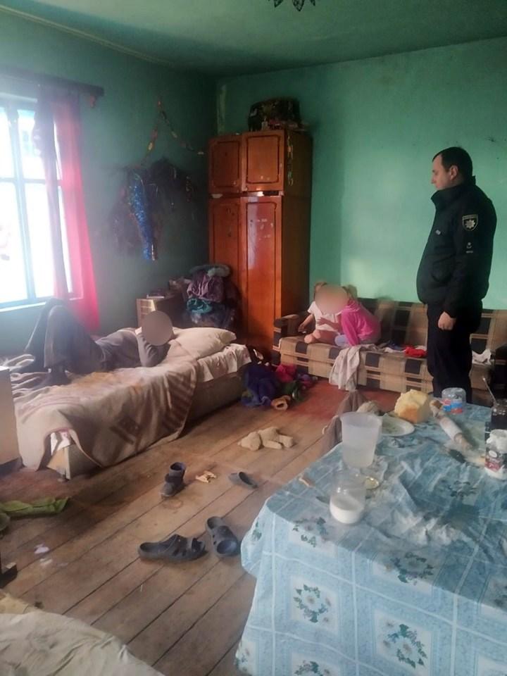 У Коломиї жінка залишила трьох дітей на п'яного чоловіка 2