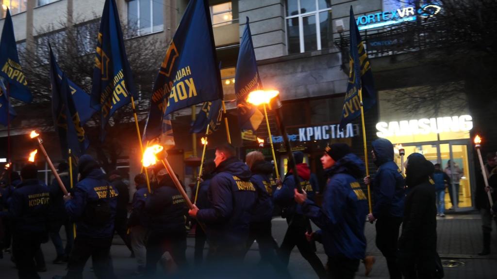 """""""Наша земля – наші герої"""": двома смолоскипними маршами у Франківську вшанували полеглих під Крутами 6"""