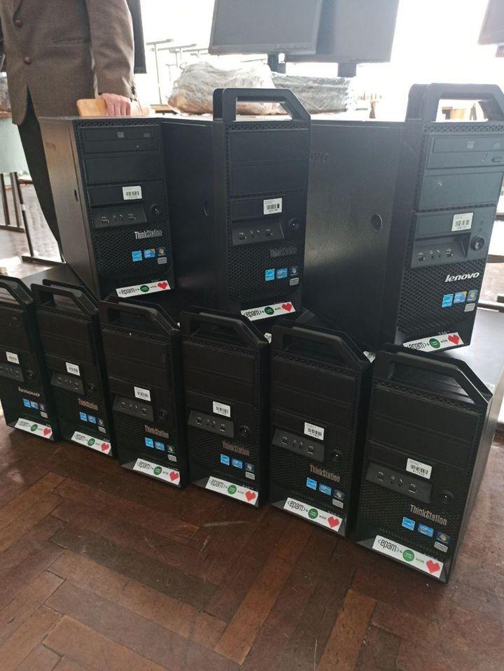 Франківські айтішники подарували двом школам 20 комп'ютерів 8