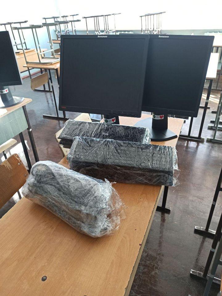Франківські айтішники подарували двом школам 20 комп'ютерів 10