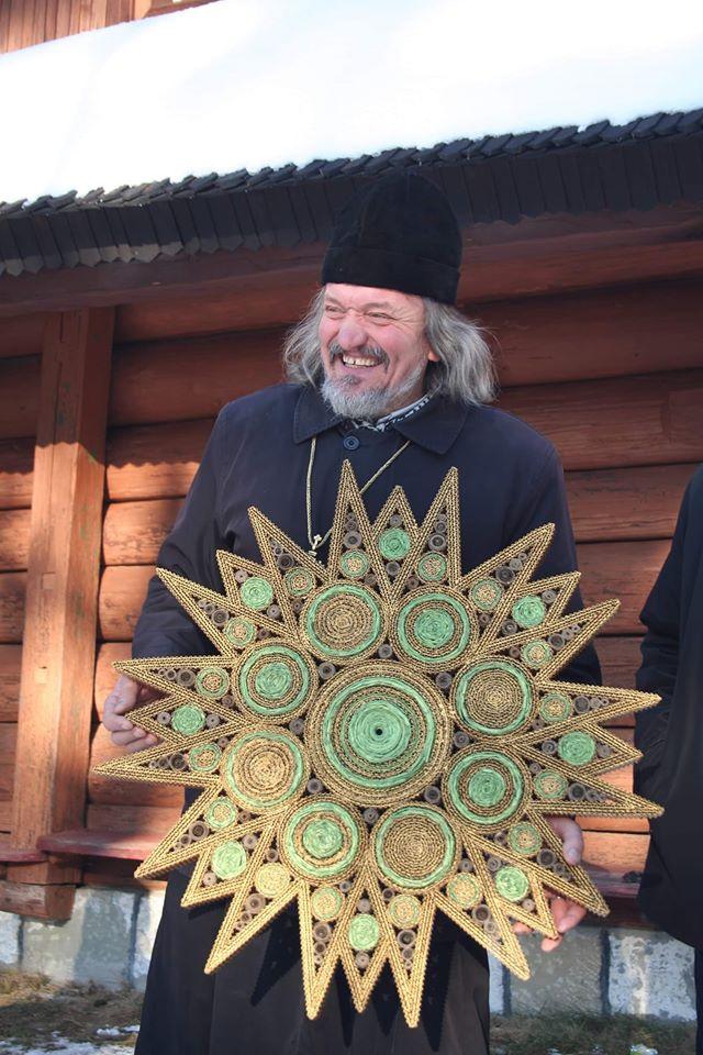 Той, що робить зірки: Володимир Гарматюк створює символи Різдва 2