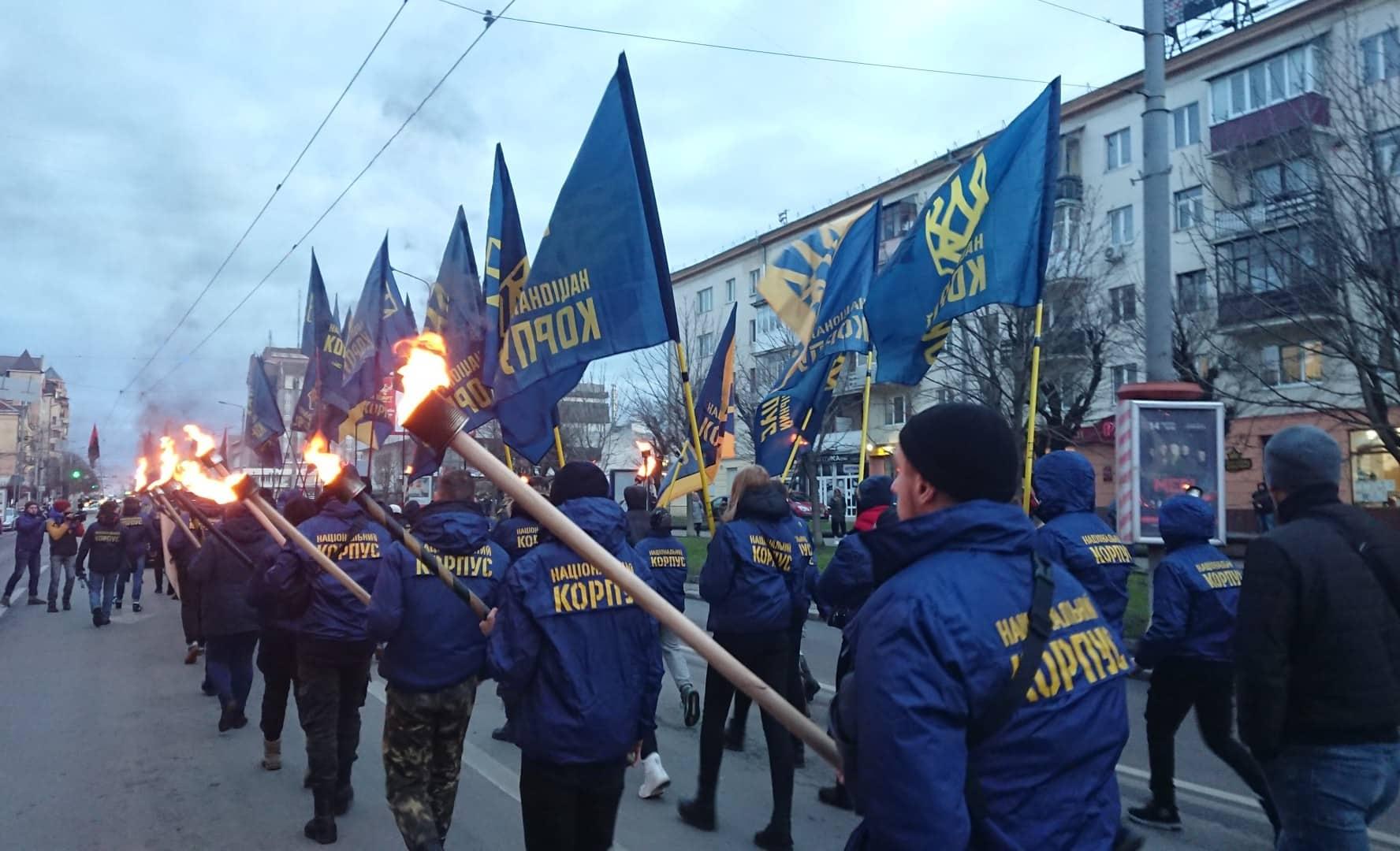 """""""Наша земля – наші герої"""": двома смолоскипними маршами у Франківську вшанували полеглих під Крутами 8"""
