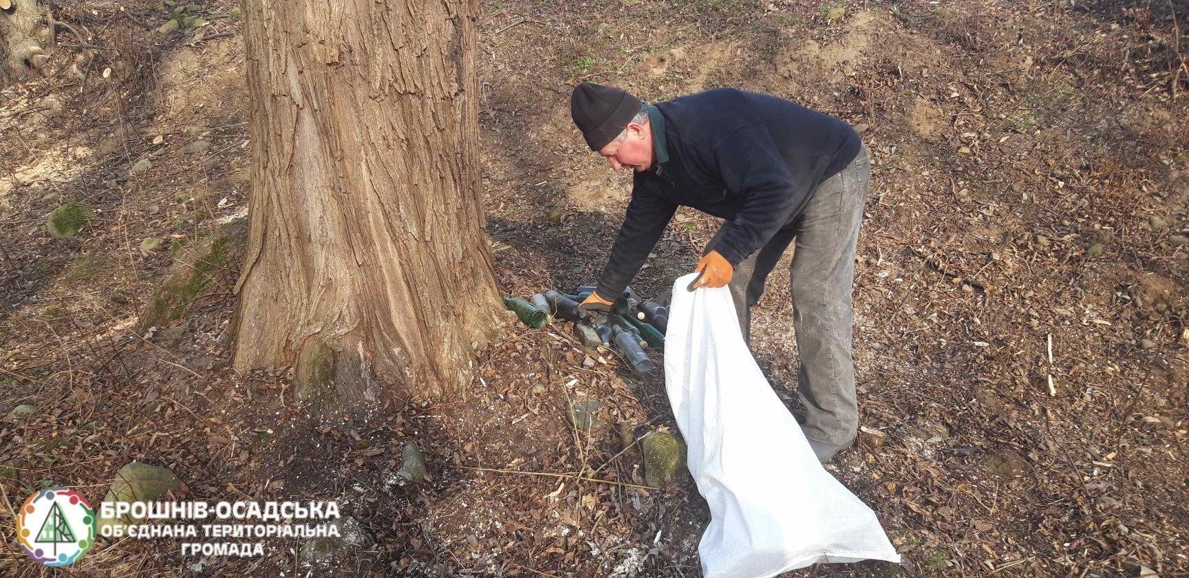 Мешканці прикарпатського села облагородили відпочинкову зону та назбирали дров для малозабезпечених сімей 4