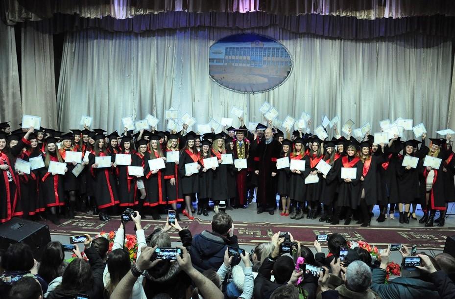 Магістрам-випускникам ПНУ вручили дипломи 6
