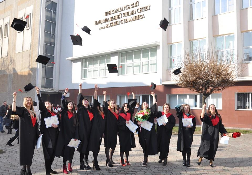 Магістрам-випускникам ПНУ вручили дипломи 2