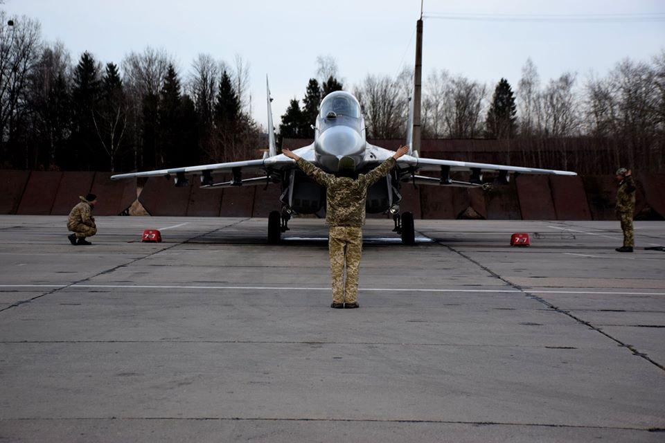 У Франківську військові пілоти пройшли курс бойової підготовки на МіГ-29 8