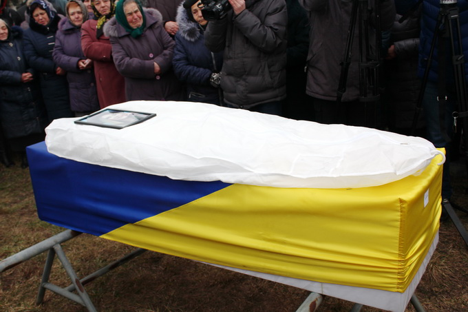 У Старих Кривотулах поховали бортпровідницю Марію Микитюк 2