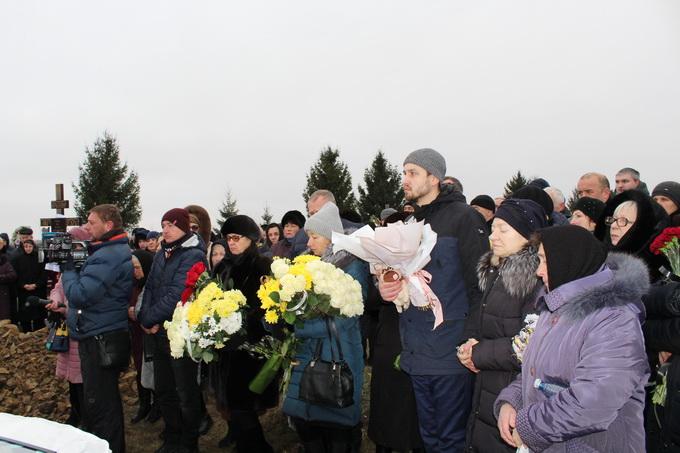 У Старих Кривотулах поховали бортпровідницю Марію Микитюк 4