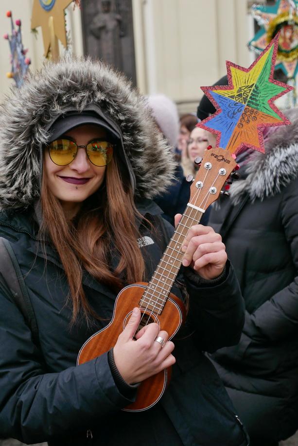 660 вифлиємських зірок: у Франківську пройшла рекордна різдвяна хода 26