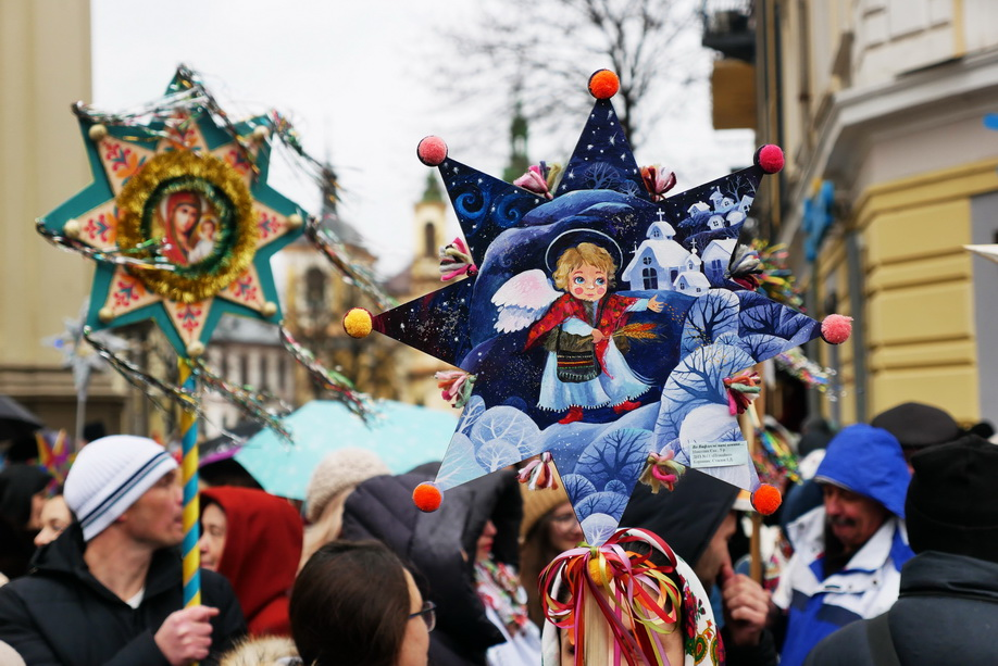 660 вифлиємських зірок: у Франківську пройшла рекордна різдвяна хода 24