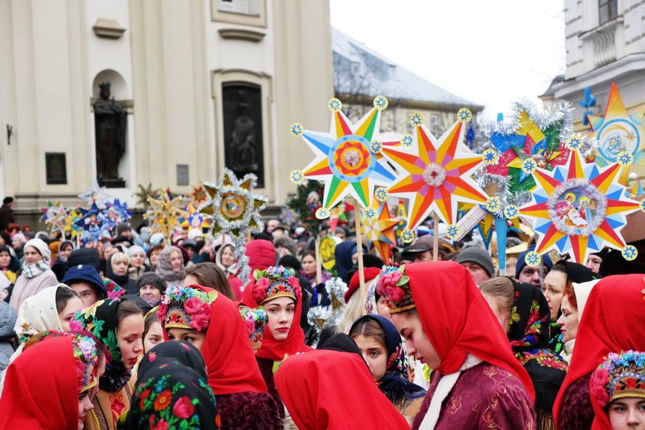 660 вифлиємських зірок: у Франківську пройшла рекордна різдвяна хода 18