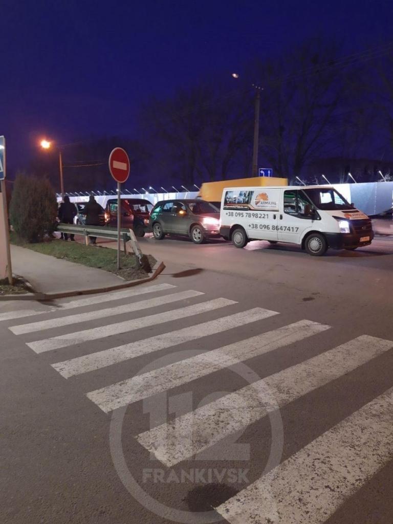 У Франківську на Набережній зіткнулися чотири авто 2