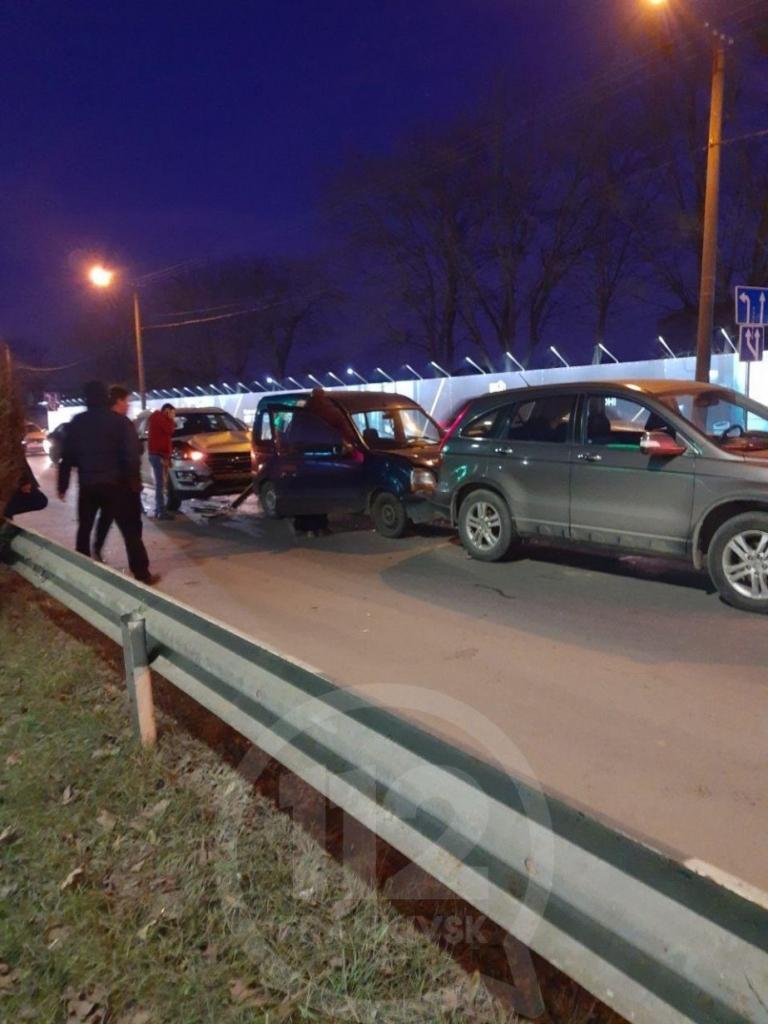 У Франківську на Набережній зіткнулися чотири авто 4