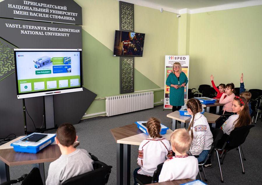 У Прикарпатському університеті провели безкоштовне заняття з робототехніки для дітей 2