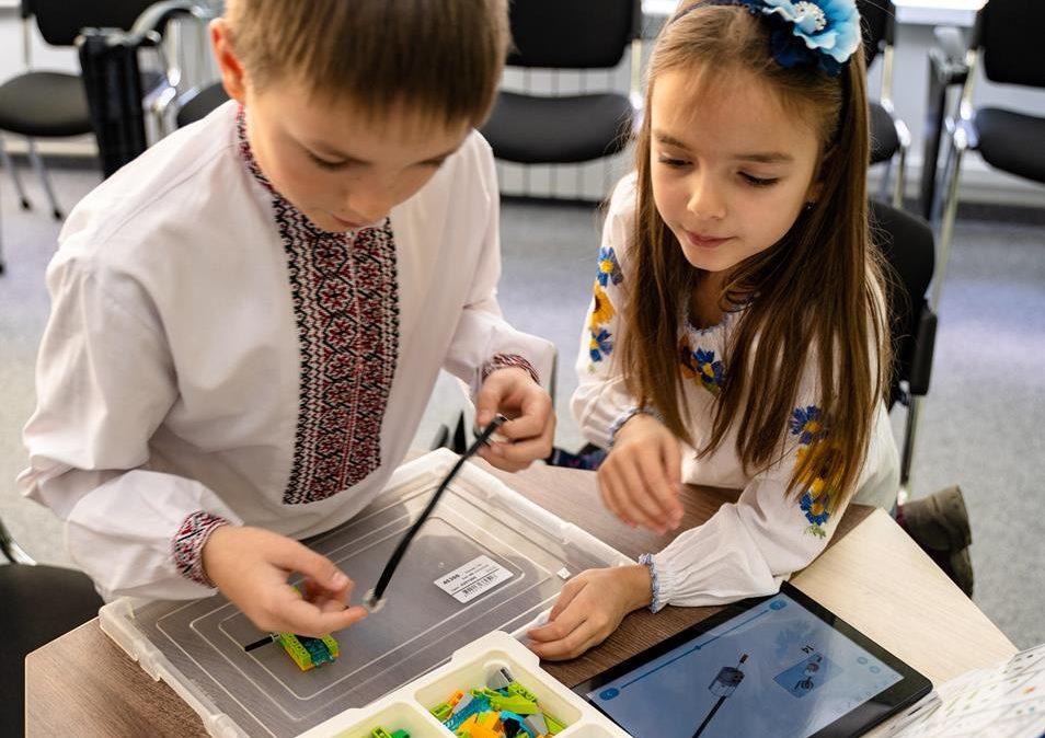 У Прикарпатському університеті провели безкоштовне заняття з робототехніки для дітей 1