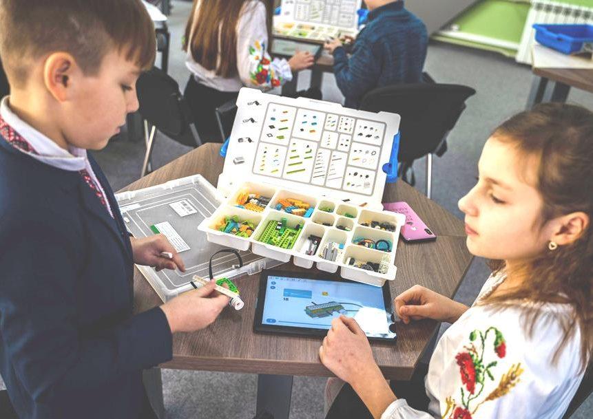 У Прикарпатському університеті провели безкоштовне заняття з робототехніки для дітей 6