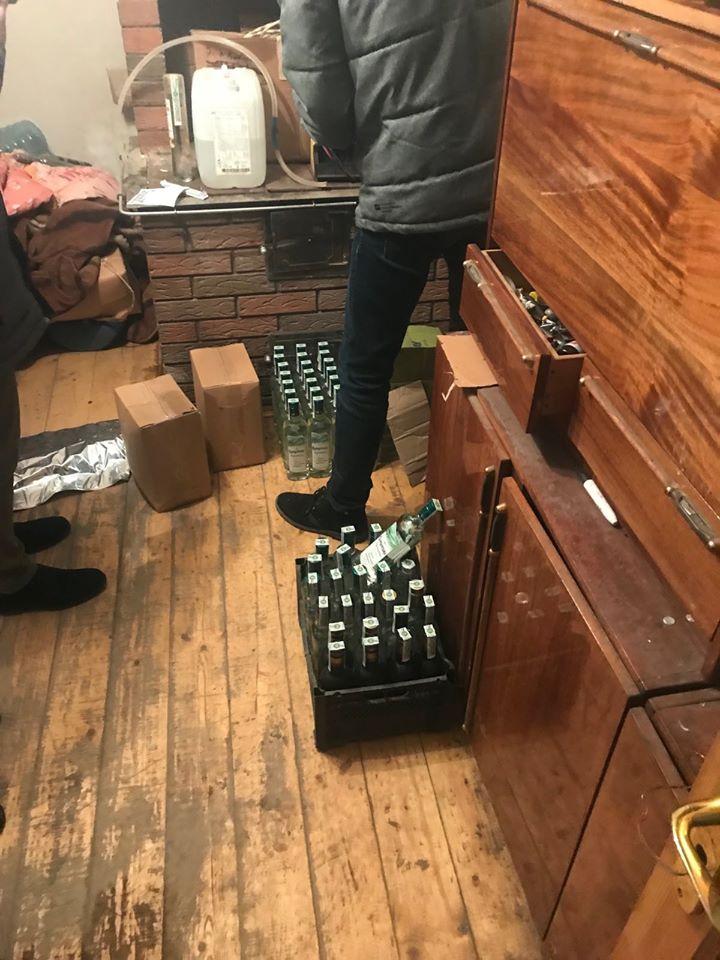 На Прикарпатті викрили підпільний алкоцех - сурогат продавали через соцмережі 4