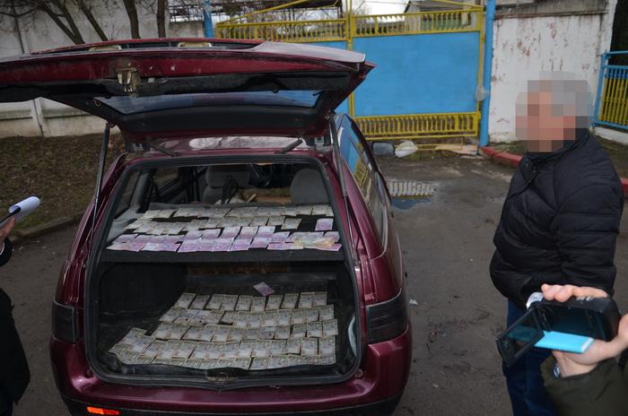 """Головного інженера """"Водоекотехпрому"""" Миколу Вабіщевіча спіймали на хабарі у 118 000 грн 2"""