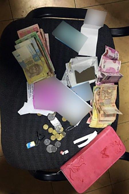 У Франківську затримали жінок, які обкрадали пасажирів у маршрутках 1