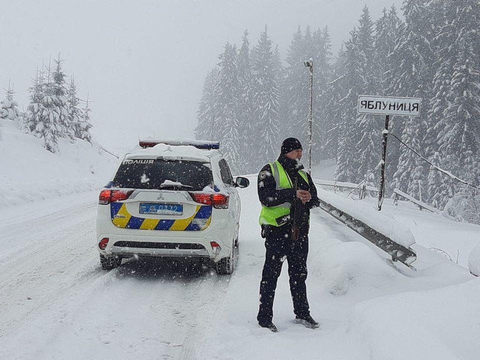 У поліції назвали найважчі для проїзду дороги Прикарпаття – водіїв просять утриматись від поїздок 2