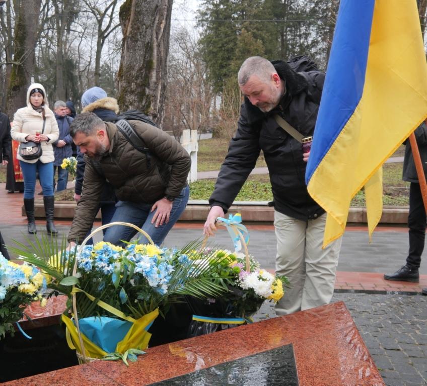 """""""Перші солдати, які загинули у війні з Росією"""" – у Франківську вшанували Героїв Небесної Сотні 6"""