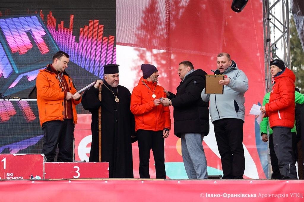 На Франківщині священники та семінаристи позмагались за першість з гірськолижного спорту 3