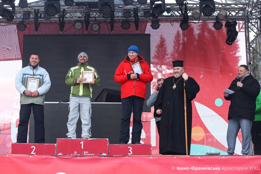 На Франківщині священники та семінаристи позмагались за першість з гірськолижного спорту 10